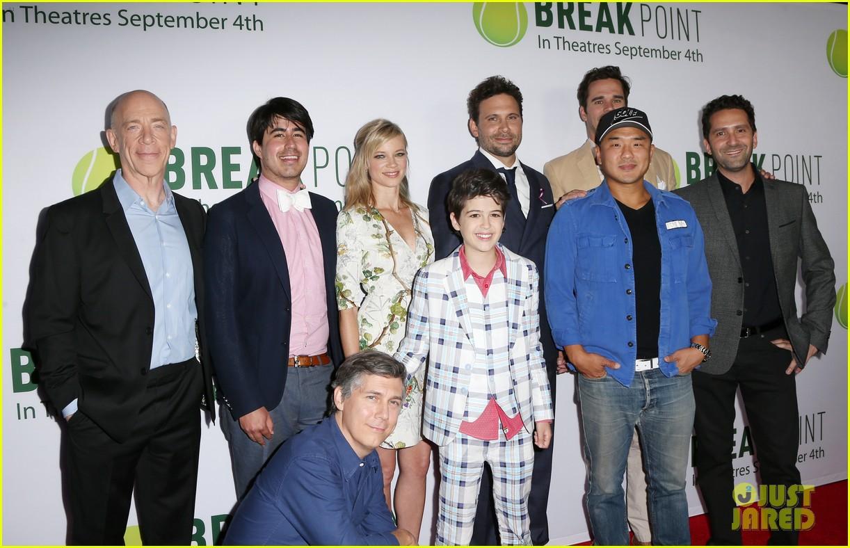 pregnant brooklyn decker supports break point at hollywood screening 12