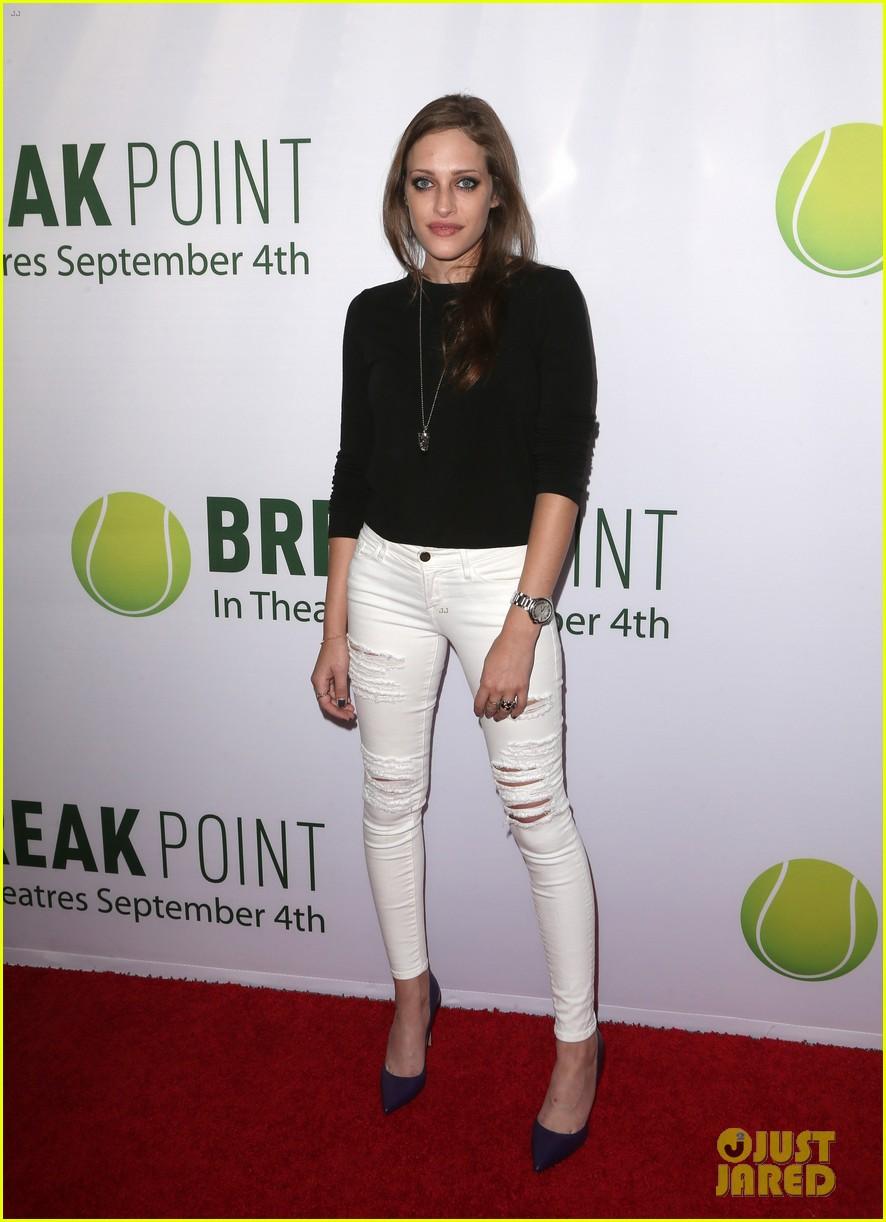 pregnant brooklyn decker supports break point at hollywood screening 21