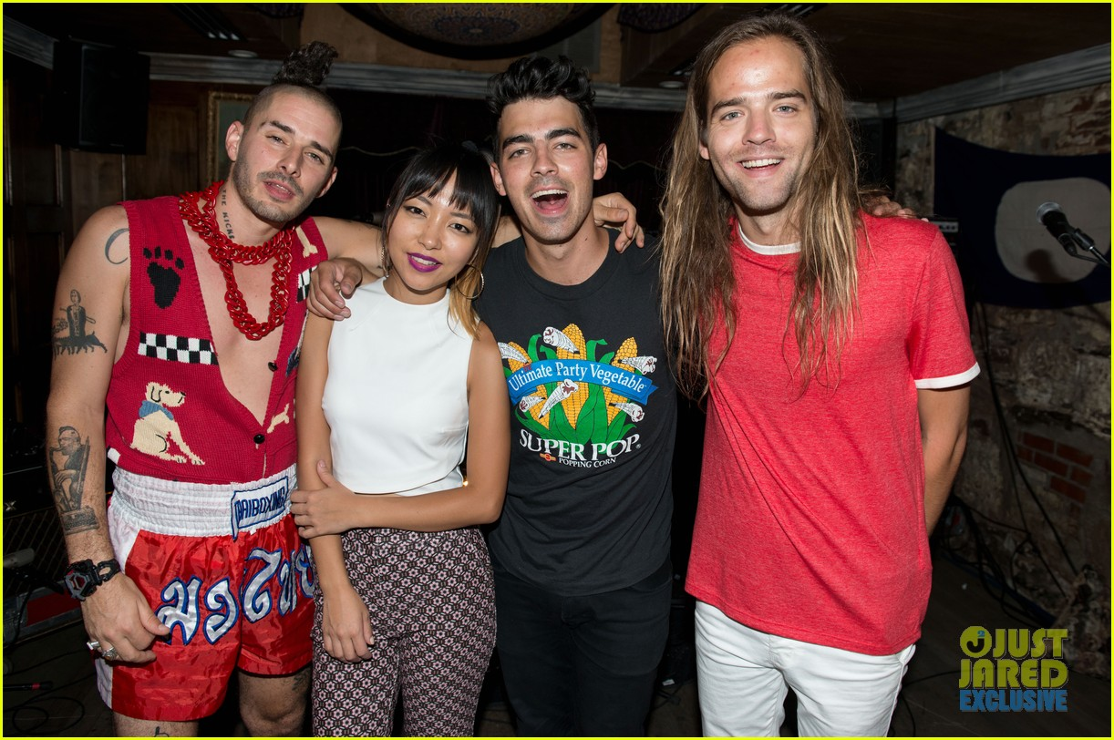 Full Sized Photo Of Joe Jonas Band Dnce Performs Three New Songs 07 Joe Jonas Debuts Two More Dnce Songs Watch Now Just Jared Jr