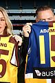 ellie goulding walks the cricket field with bryan adams 10