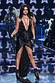 selena gomez performs on the victorias secret runway 05