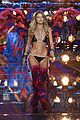 martha hunt stella maxwell victorias secret fashion show 2015 07
