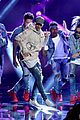 justin bieber amas 2015 performance in rain 14