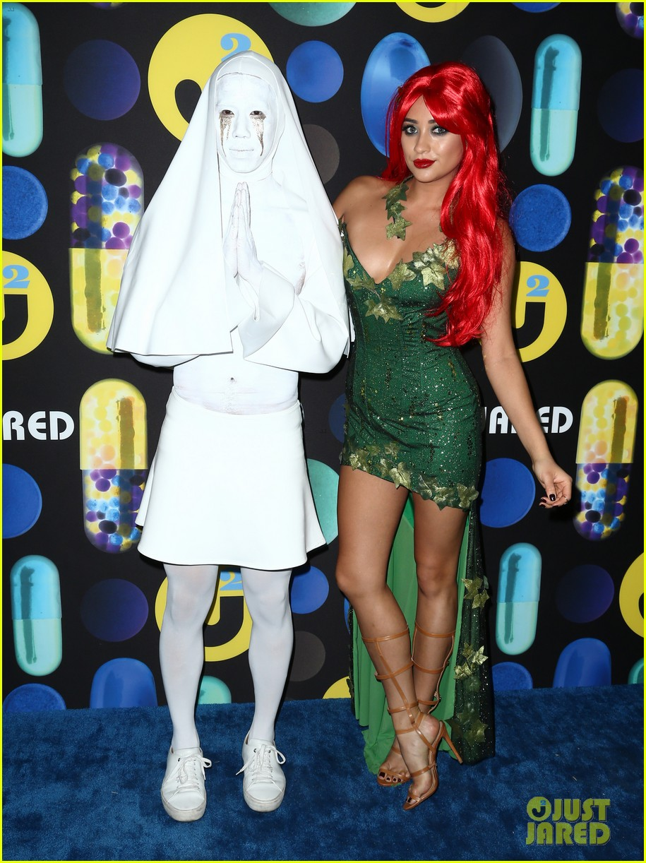 shay mitchell ashley benson just jared halloween party 05
