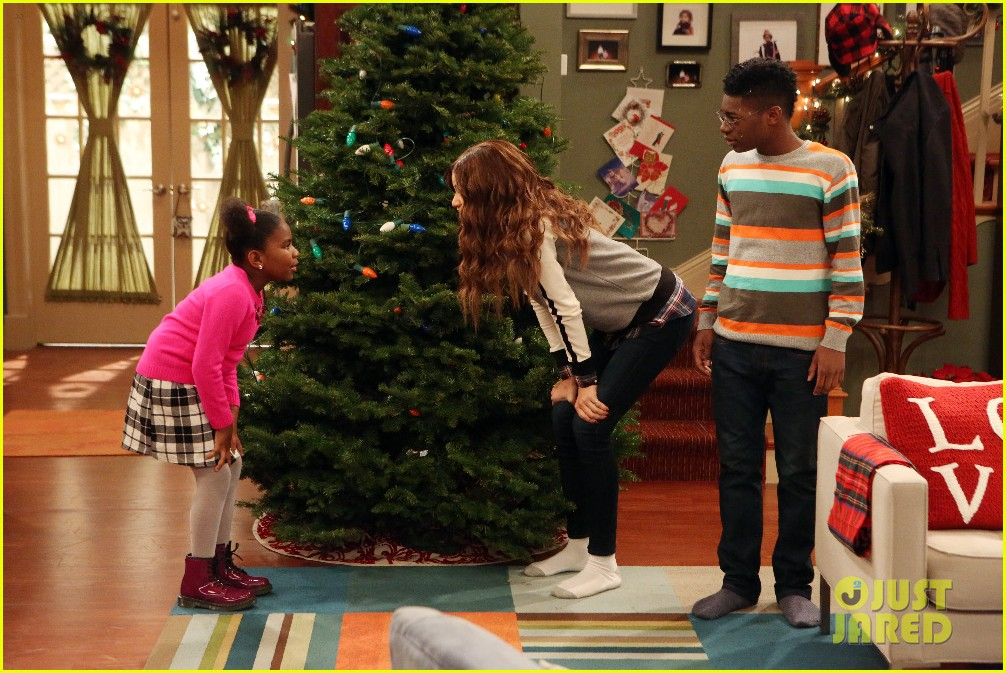 kc undercover fight before christmas stills 06 - Undercover Christmas