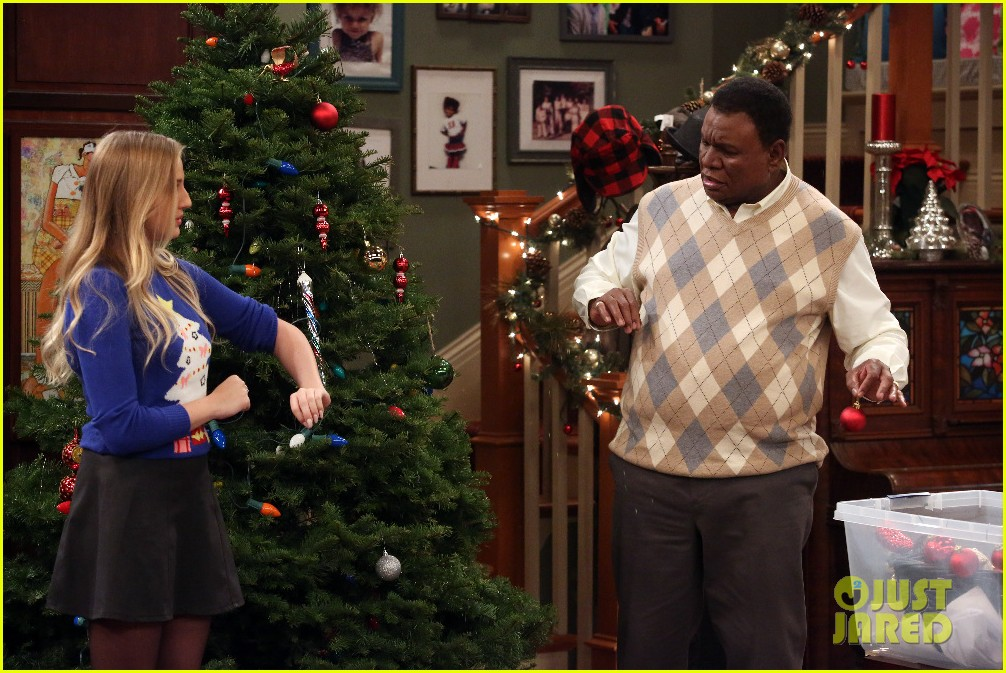 kc undercover fight before christmas stills 10 - Undercover Christmas