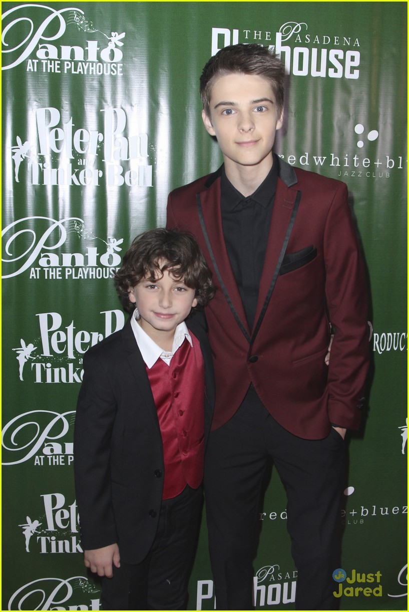 sabrina carpenter chrissie fit peter pan christmas opening night 02