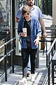 louis tomlinson fan friendly getting coffee 04