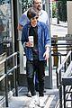 louis tomlinson fan friendly getting coffee 14