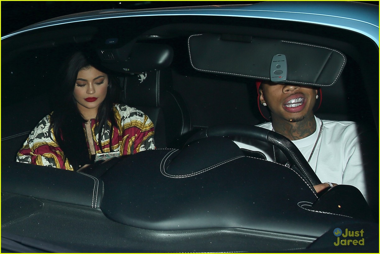 kylie jenner tyga go to 1 oak together 07