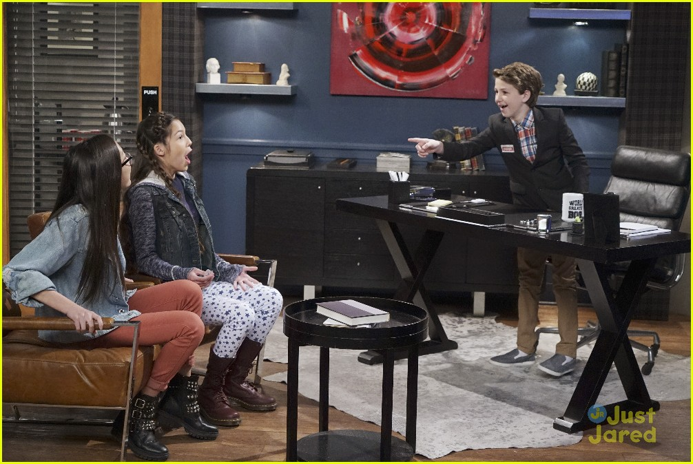 bizaardvark bernie in charge stills 09