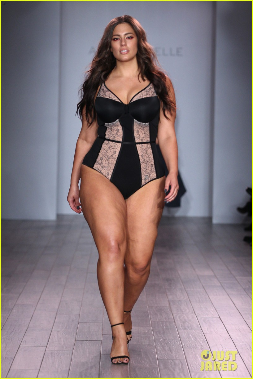 ash jordyn hit the runway in lingerie show during nyfw28402mytext