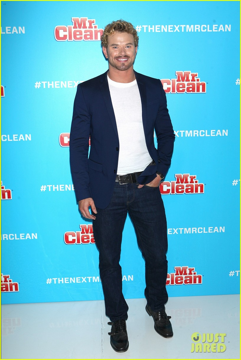 kellan lutz shows off his biceps while auditioning to be the next mr clean00408mytext