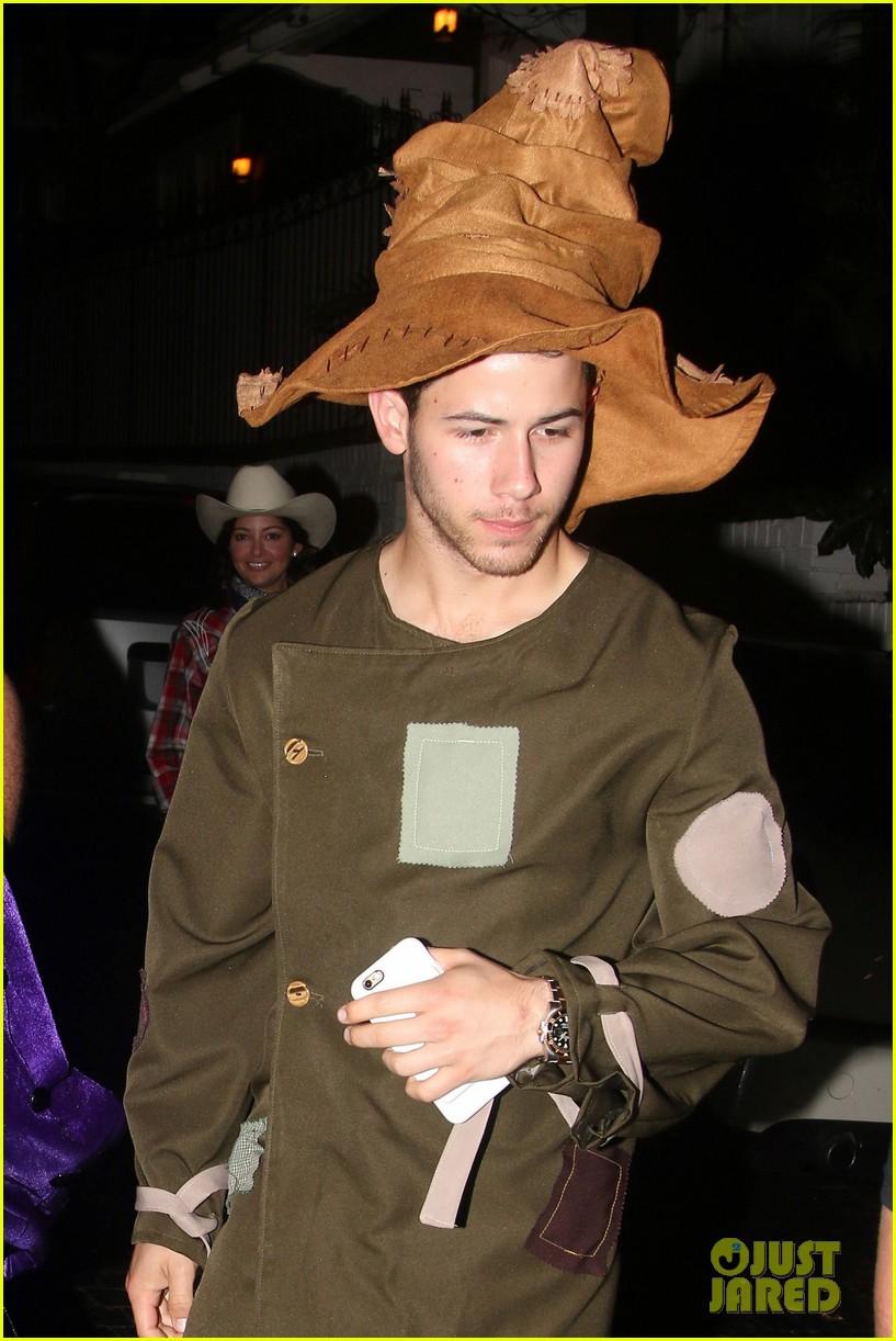 nick jonas scarecrow costume 2016 halloween 01