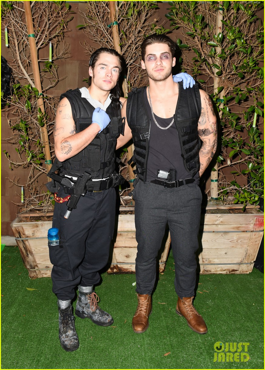 cody christian dylan sprayberry just jared halloween party 05