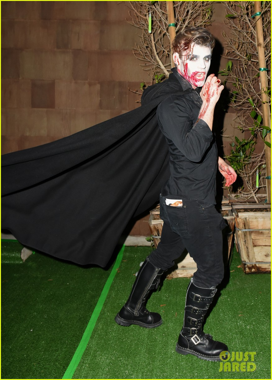 cody christian dylan sprayberry just jared halloween party 07