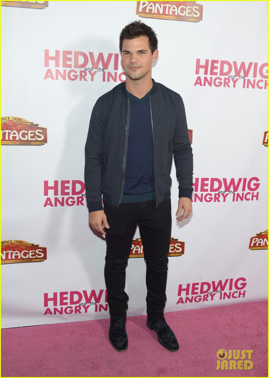 taylor lautner riker lynch hedwig opening night 05