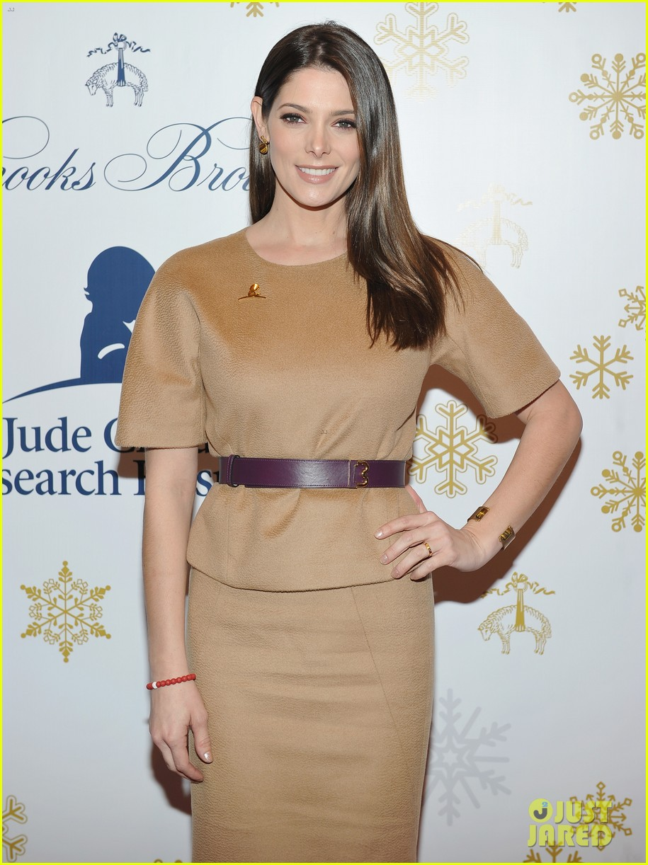 camilla belle jaime king buddy up at brooks brothers holiday event 33
