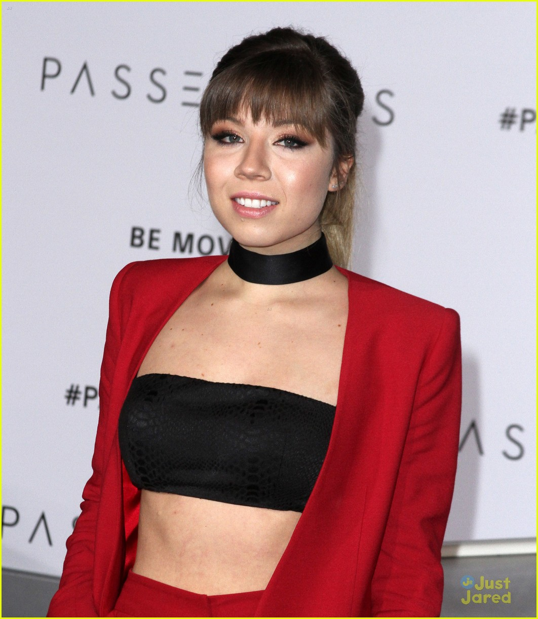 Jennette mccurdy makes a red suit statement at passengers jennette mccurdy makes a red suit statement at passengers premiere photo 1058634 photo gallery just jared jr voltagebd Images
