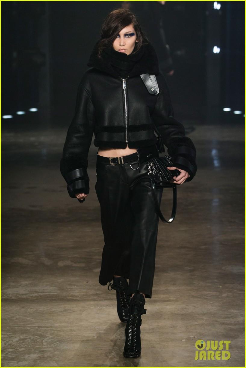 gigi bella hadid wear matching chokers versus versace runway 04