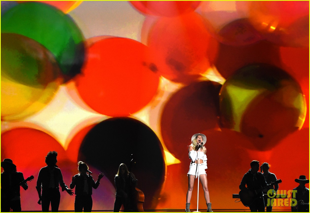 miley cyrus billboard music awards performance 12
