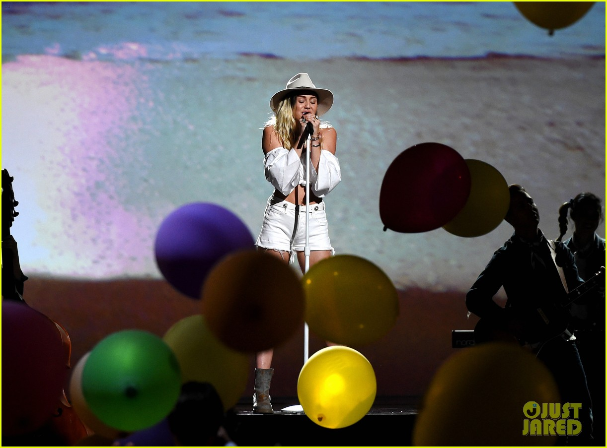 miley cyrus billboard music awards performance 14