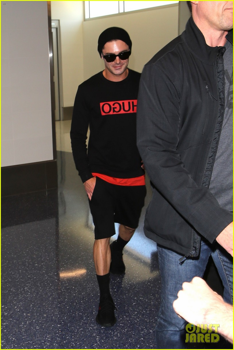 zac efron lax airport black shirt hat 04