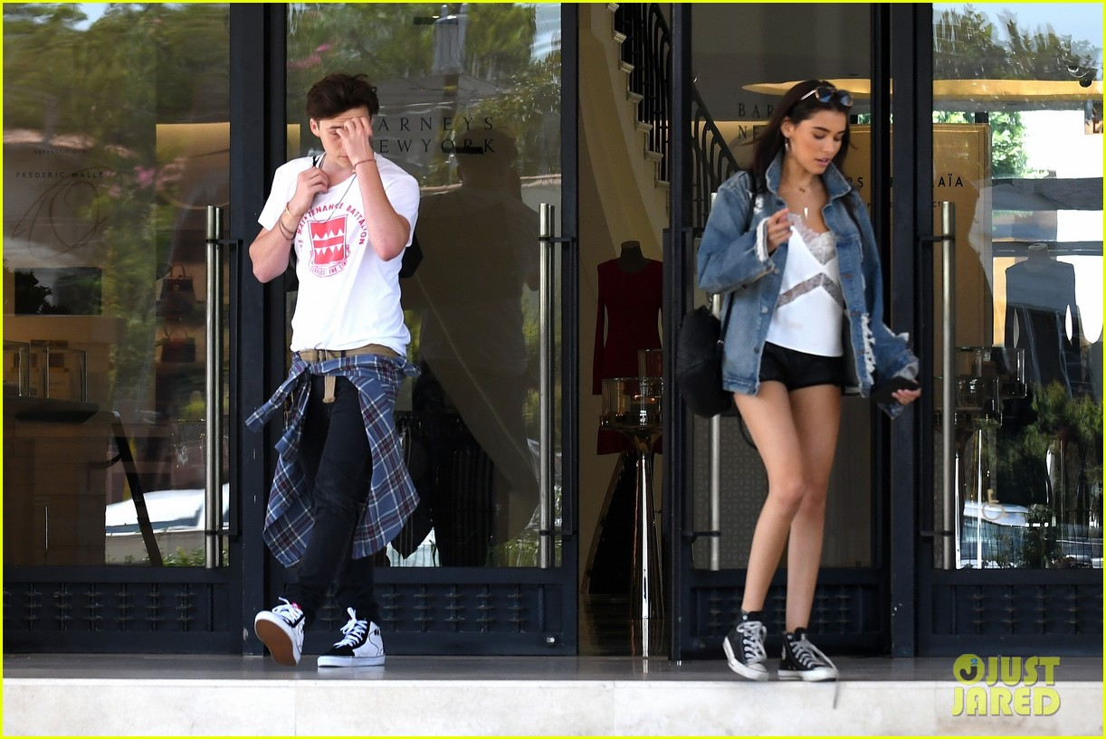 brooklyn beckham shops with madison beer after introducing her to his mom 15