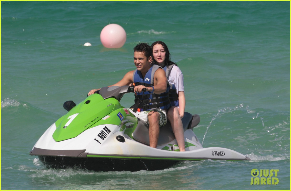 noah cyrus vacations with austin mahone in miami 11
