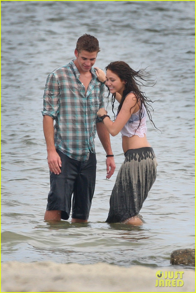 miley cyrus shares photo of her and liam hemsworths first smooch 03