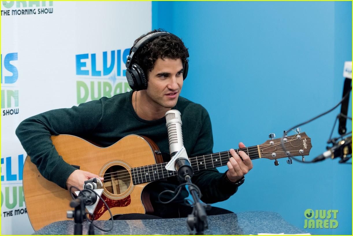 darren criss performs i dreamed a dream on elivs duran 02