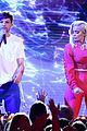 louis tomlinson and bebe rexha perform back to you at teen choice awards 2017 08