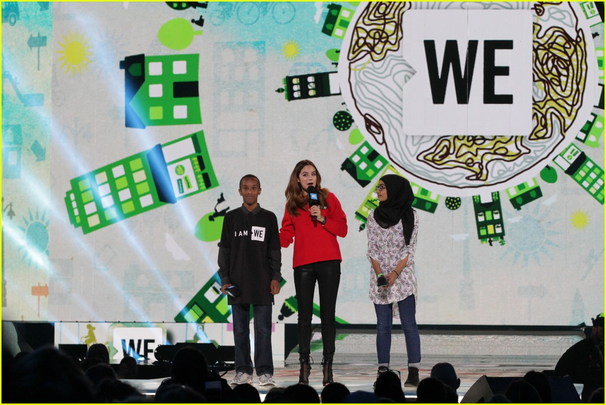 kelly clarkson and vanessa hudgens inspire youth at we day 09