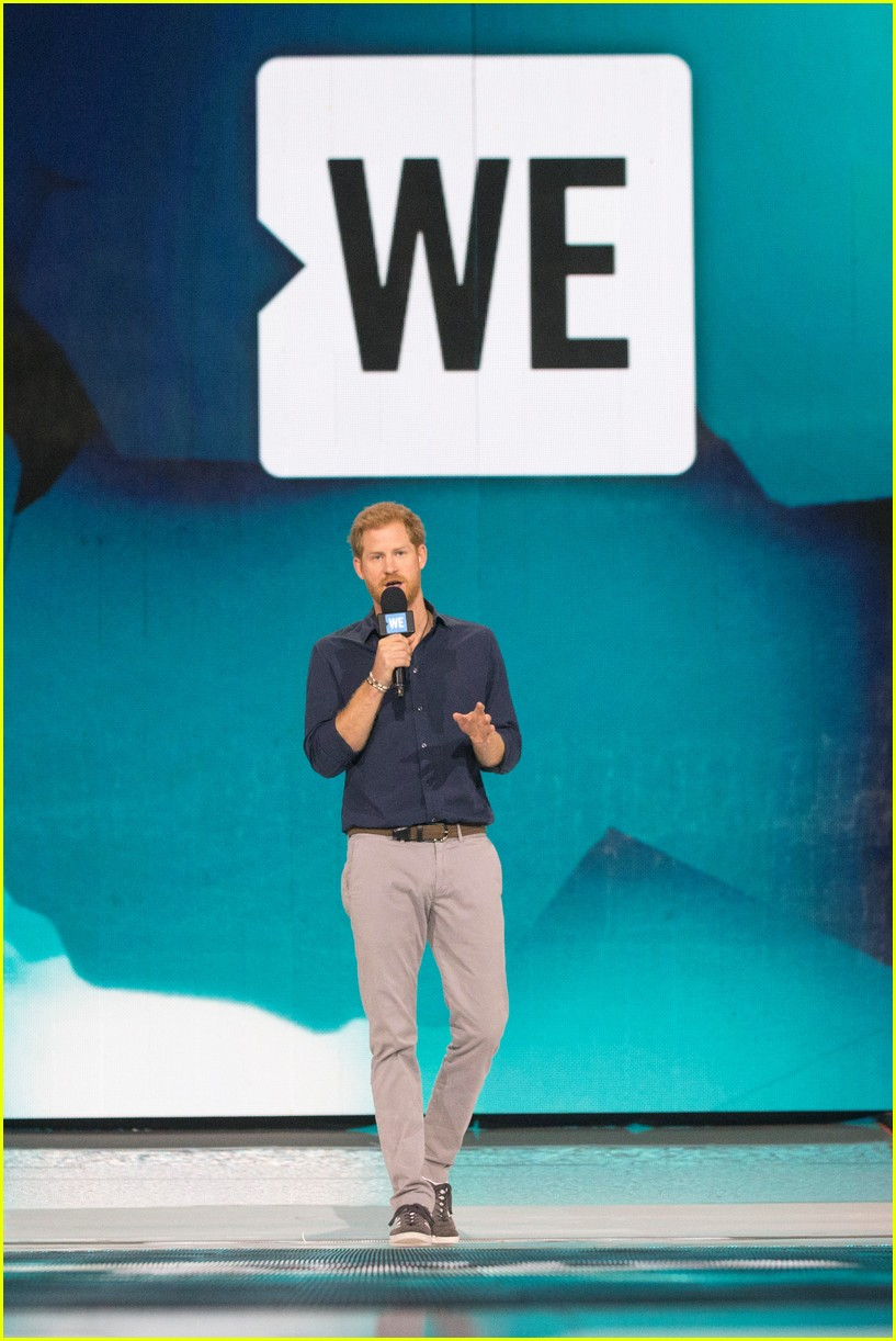 kelly clarkson and vanessa hudgens inspire youth at we day 17