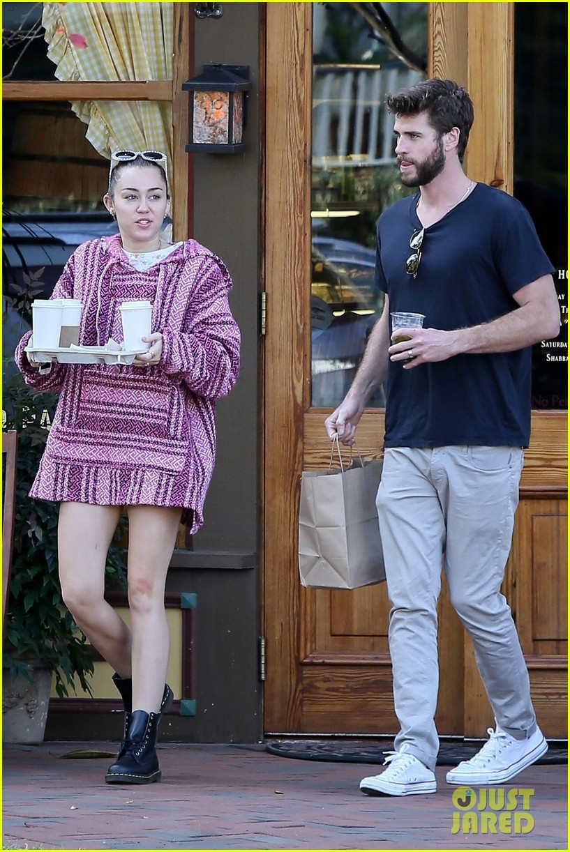 miley cyrus and liam hemsworth couple up coffee run 04