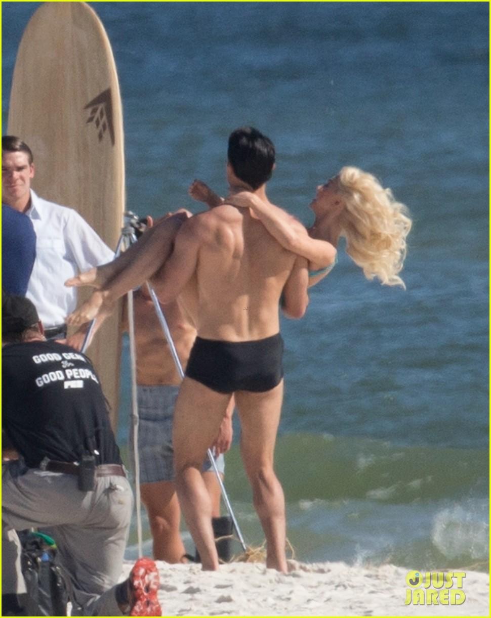 tyler hoechlin wears tiny swimsuit for bigger beach scene julianne hough 08