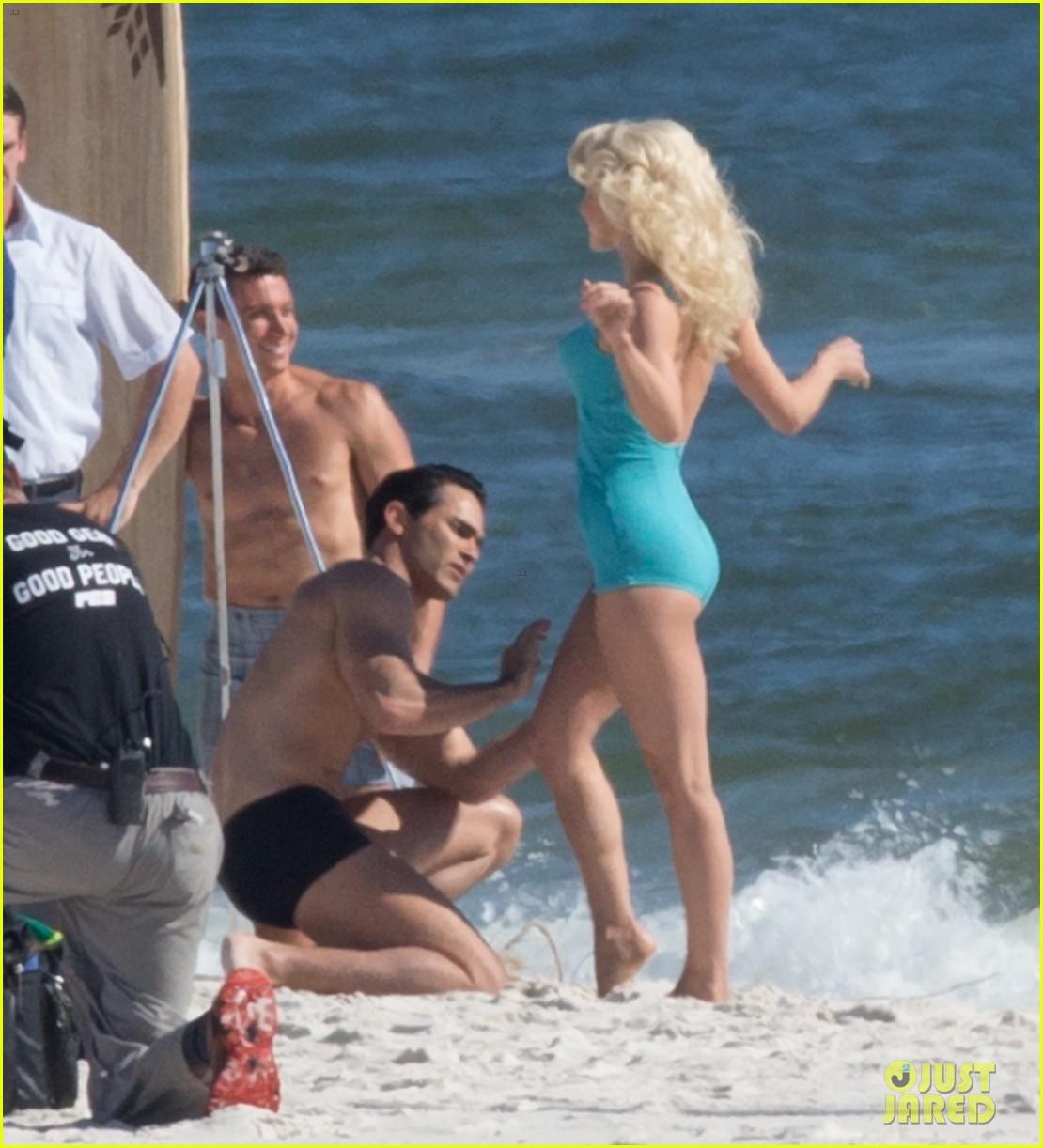 tyler hoechlin wears tiny swimsuit for bigger beach scene julianne hough 25