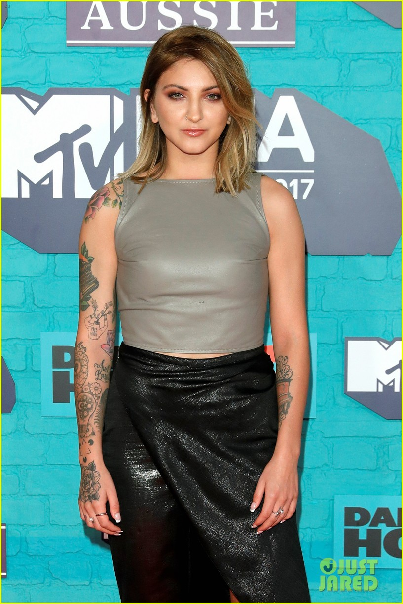 julia michaels zara larsson anne marie mtv emas 2017 17
