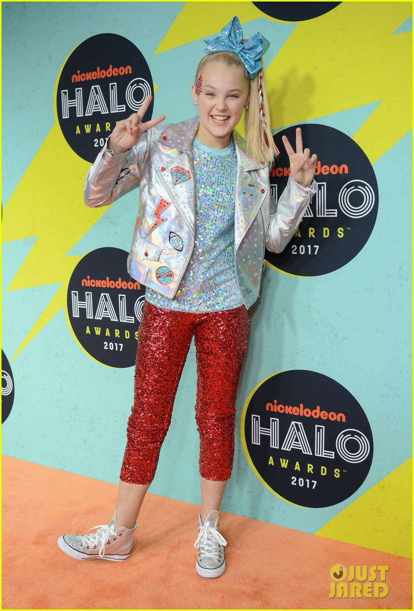jojo siwa is all about the sequins at the nickelodeon halo awards 2017 02