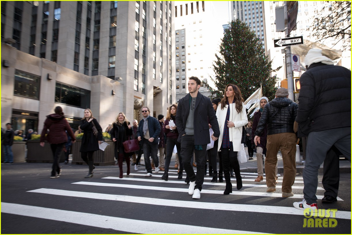 kevin jonas danielle jonas ben sherman taxis sophie join family quotes 03