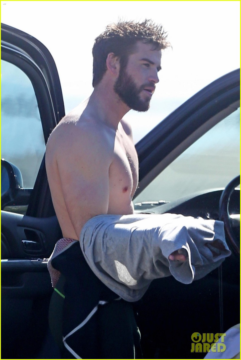 liam hemsworth surfing malibu 01