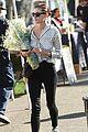 phoebe tonkin flowers market new gig 10