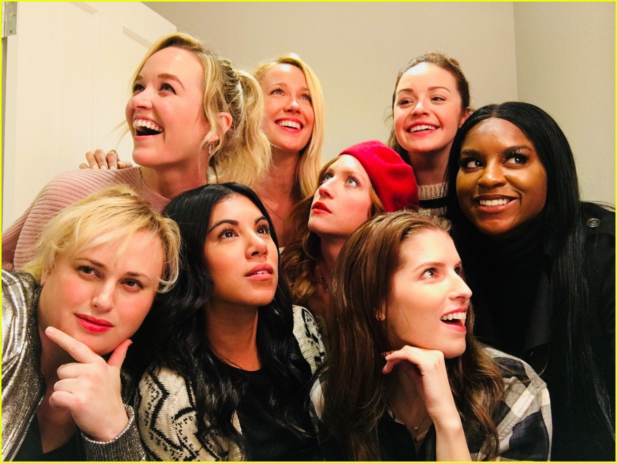 pitch perfect bellas are obsessed with each other in real lilfe 01