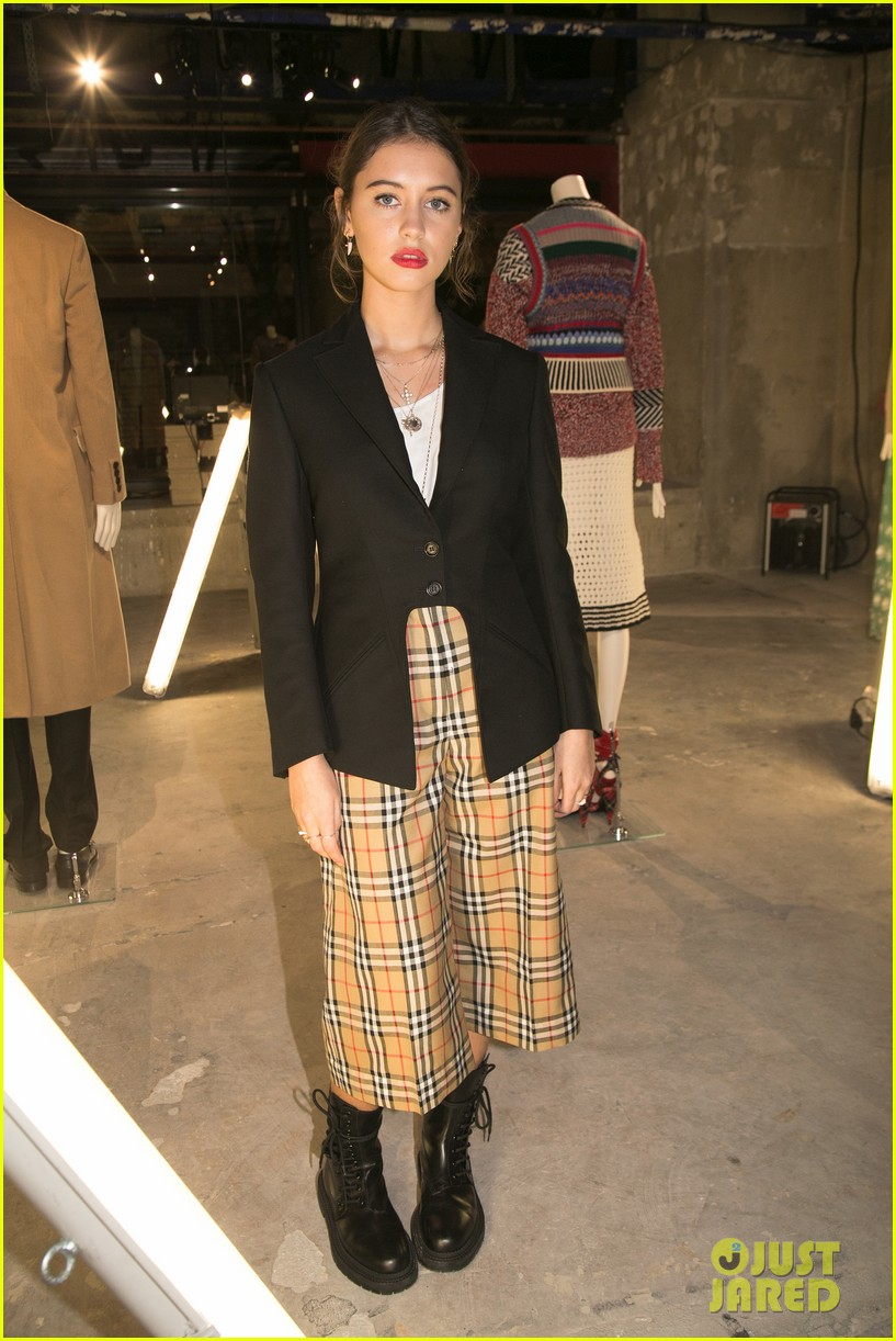 iris law looks super chic at burrberry pfw party 04