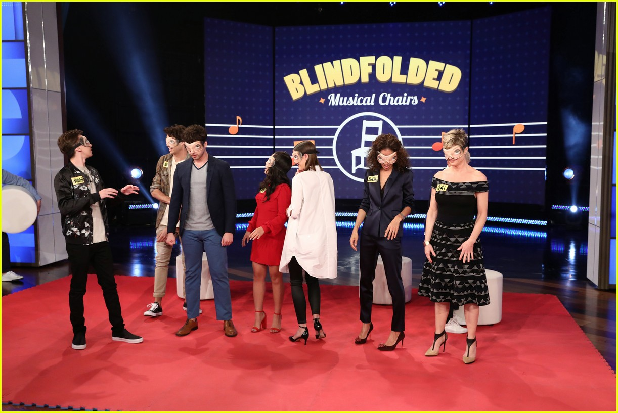 the fosters cast make ellen debut play blindfold musical chairs 02