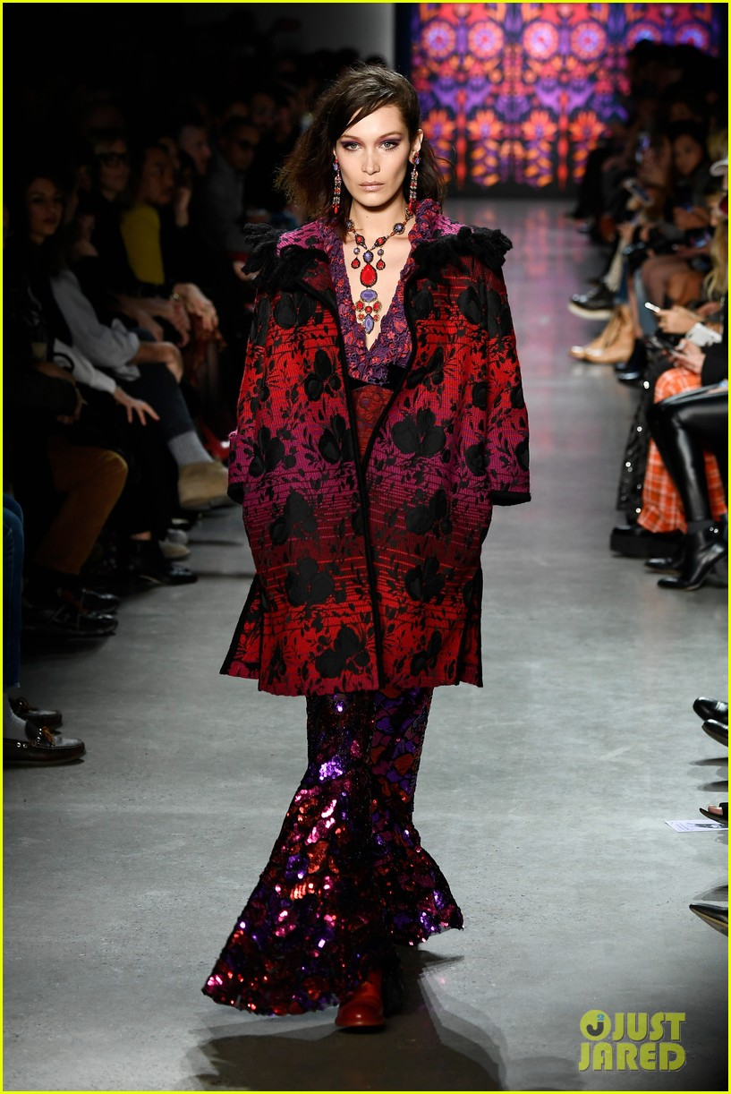 kaia gerber joins gigi bella hadid in anna sui nyfw show 11