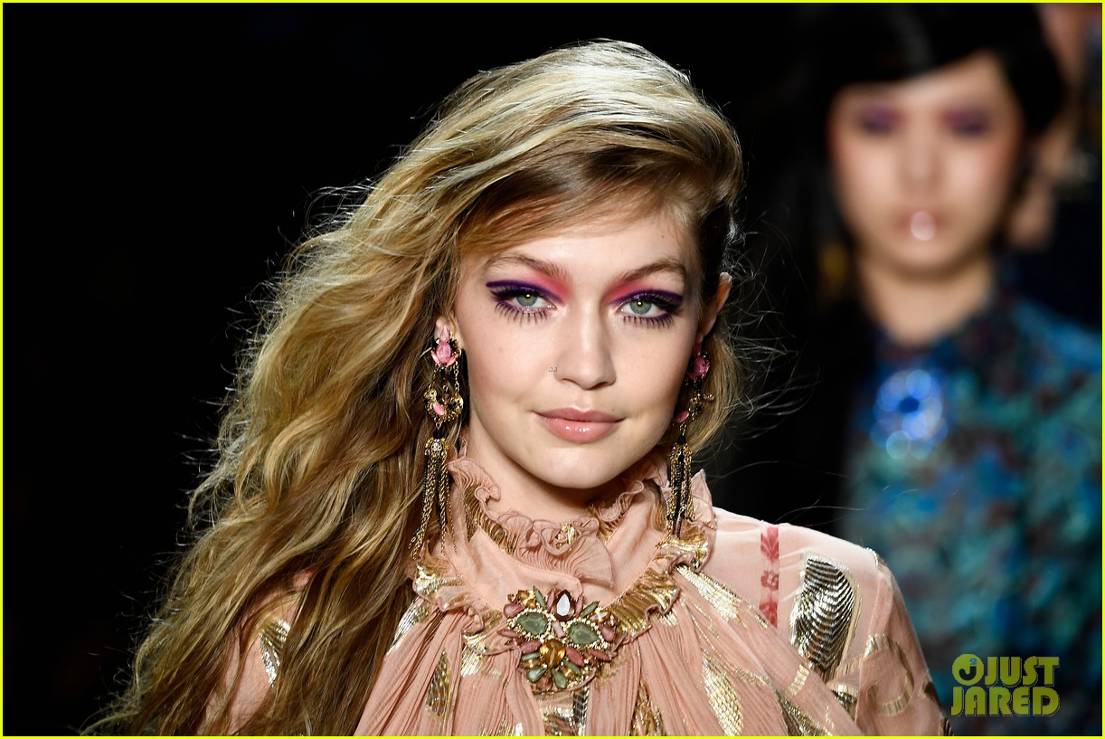 kaia gerber joins gigi bella hadid in anna sui nyfw show 13