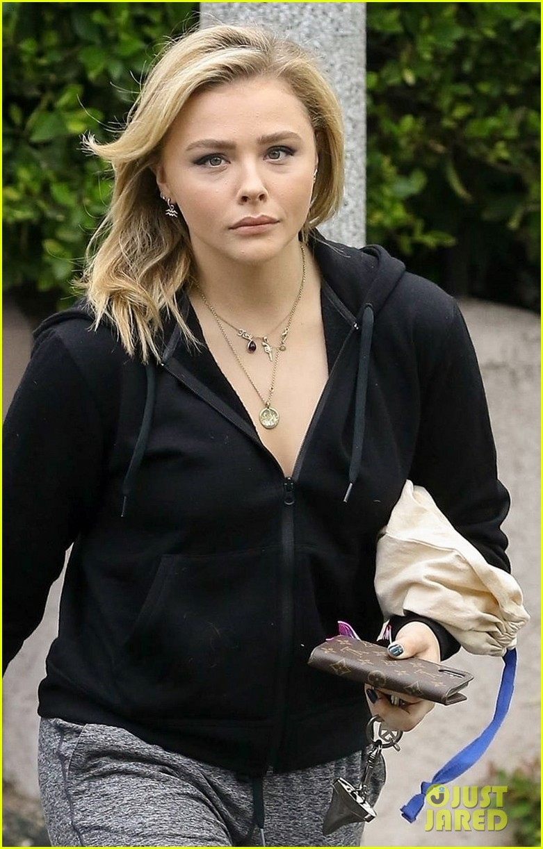 chloe moretz keeps it casual while visiting a friend in la 04