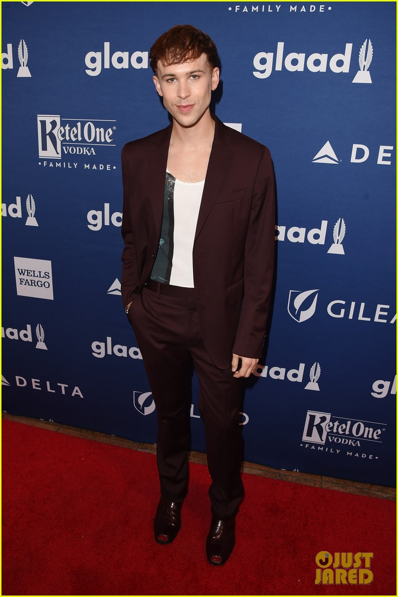 lea michele shows off engagement ring at glaad media awards 03