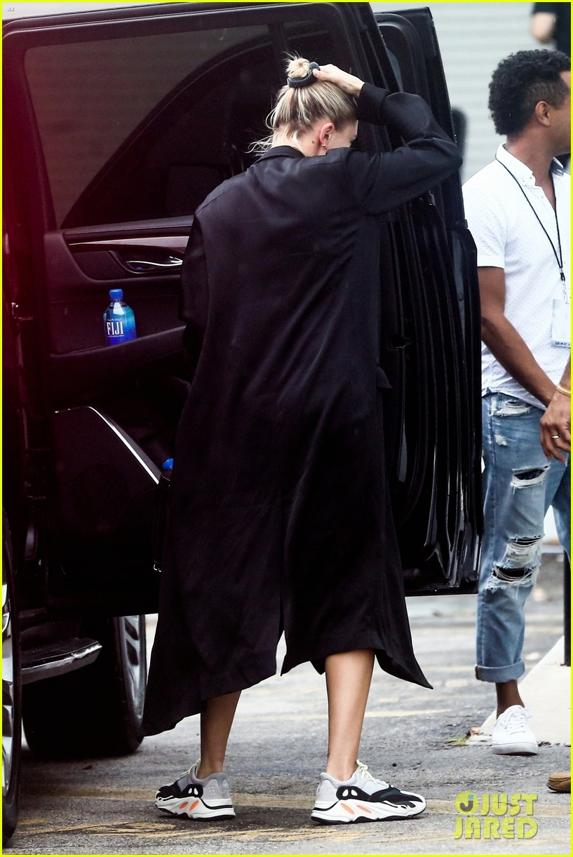 justin bieber and hailey baldwin enjoy night out in miai after church event 05